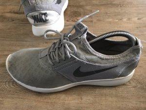 Nike Sneaker Schuhe federleicht grau hellgrau Gr.40