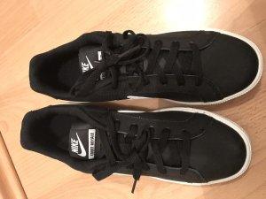 Nike Sneaker Schuhe neu schwarz Gr.40