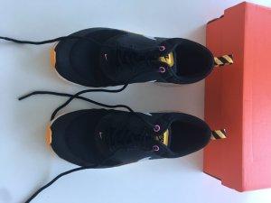 Nike sneaker schwarz orange guter Zustand