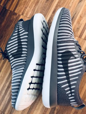 Nike Sneaker Tanjun NEU
