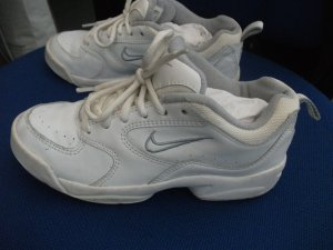 Nike Sneaker / Turnschuhe mit Schnürsenkel, in weiß, Gr. 36,5