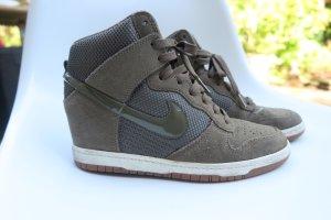 Nike Sneaker Wedge khaki Gr.40/US8.5