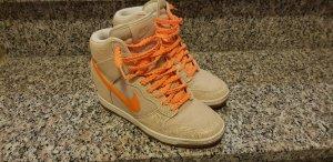 Nike Basket à talon crème-orange