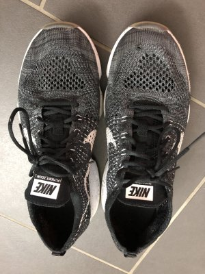 Nike Sneakers Gr. 41 in schwarz und weiss