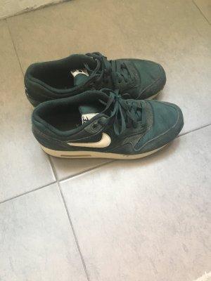 Nike Sneakers bos Groen