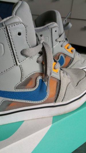 Nike Sneakers Größe 6.5Y=39