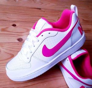 Nike Sneakers neu