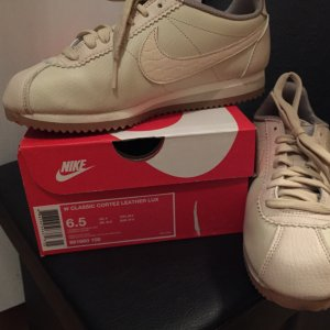 Nike Lace-Up Sneaker cream