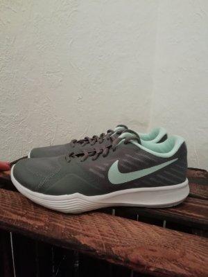Nike Sport/Freizeitschuhe