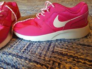 Nike Sport Schuhe Neu