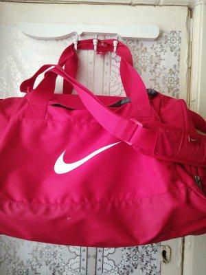 Nike Sport und Reisetasche