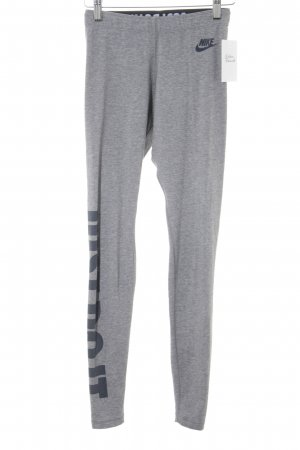 Nike Sporthose grau-dunkelgrau platzierter Druck sportlicher Stil