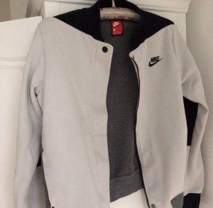0fab288e3ead9 Nike Jacken günstig kaufen | Second Hand | Mädchenflohmarkt