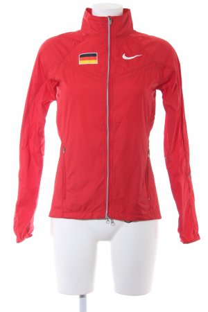 Nike Sportjacke rot grafisches Muster sportlicher Stil