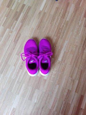 Nike Basket à lacet magenta synthétique