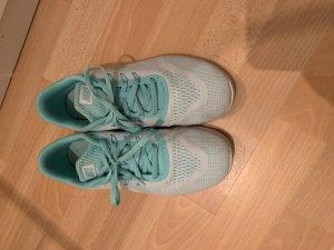 Nike Sneakers turkoois-munt