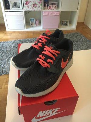 Nike Sportschuhe aus Stoff ***