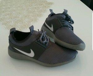 Nike Sportschuhe dunkelgrau