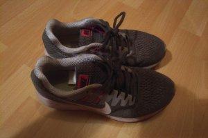 Nike Sneaker stringata grigio chiaro