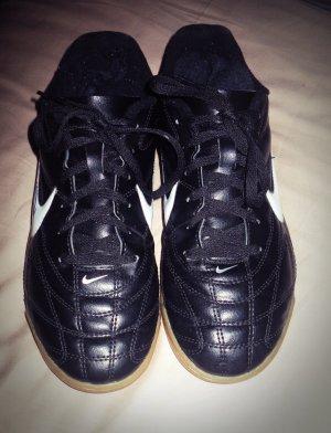 Nike Sportschuhe Größe 38.5 Schwarz + Unterschrift Oliver Roggisch