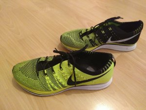Nike Sportschuhe Laufschuhe gelb schwarz