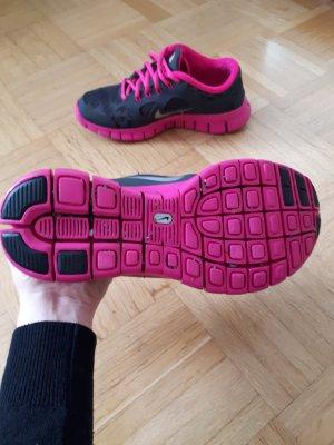 Nike Sportschuhe mit Leomuster