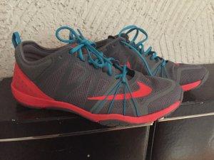 Nike Sportschuhe NEU