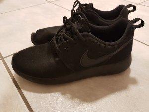 Nike Sportschuhe roshe one
