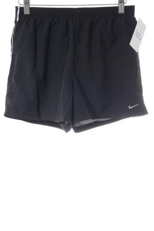 Nike Sportshorts schwarz-weiß sportlicher Stil