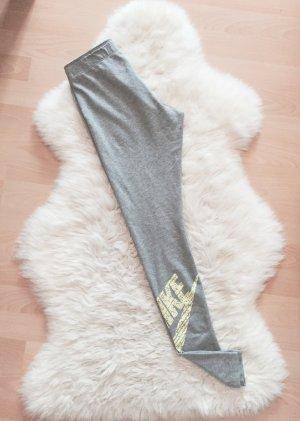 Nike pantalonera gris claro-amarillo neón