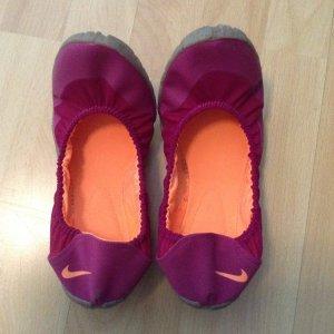 Nike Bailarinas plegables púrpura-naranja neón