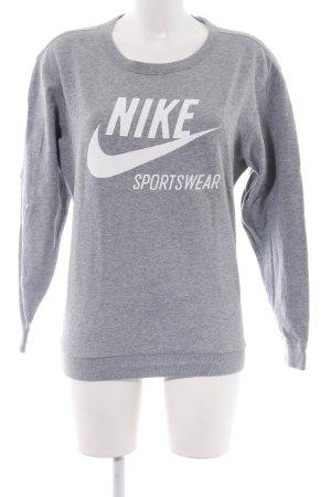 Nike Sweatshirt hellgrau Schriftzug gedruckt sportlicher Stil