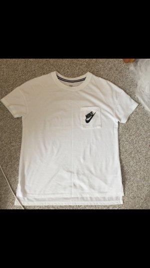 Nike T-Shirt in weiß/schwarz