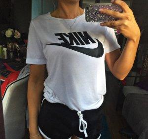 Nike T-Shirt Schwarz Weiß mit Logo