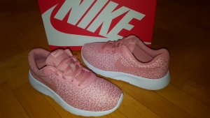Nike Tanjun Leo
