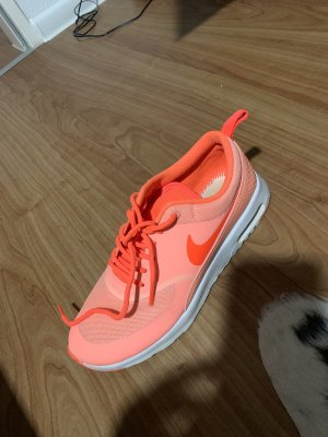 Nike Lace-Up Sneaker neon orange