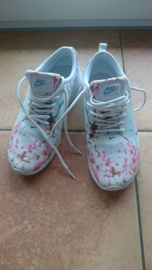 """Nike Thea """"Cerry Blossom"""""""