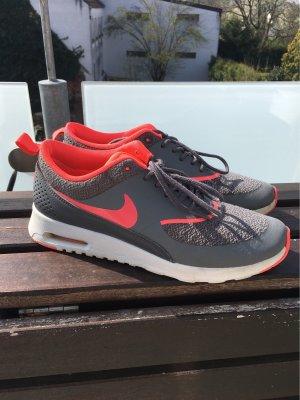 Nike-Thea