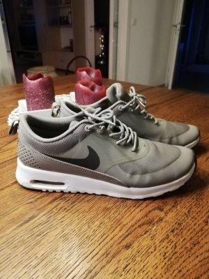 Nike Thea Gr 41