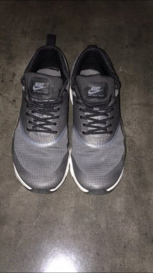 Nike Thea grau/schwarz