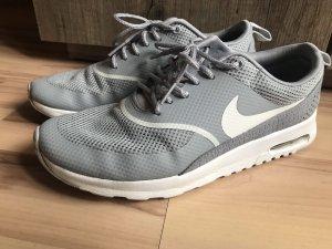Nike Thea in grau