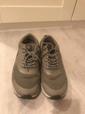 Nike Thea, iron