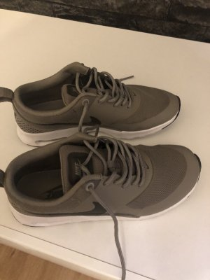 Nike Thea Khaki gr. 36 (fällt etwas kleiner aus)