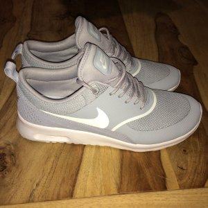 Nike Thea matte Silver Gr. 42 neu