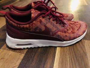 Nike THEA Muster