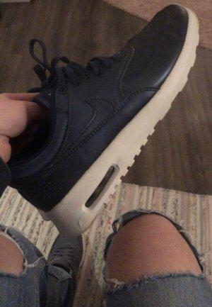 Nike Thea, neuwertig