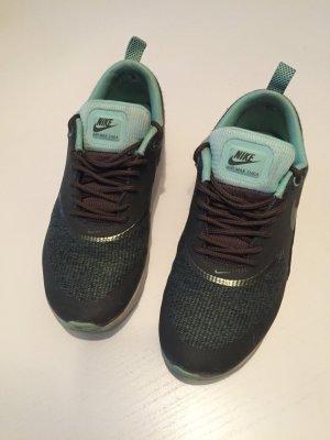 Nike Thea Olive Türkis
