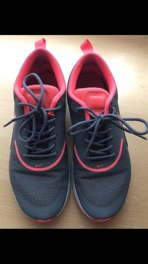 Nike Thea Sportschuhe