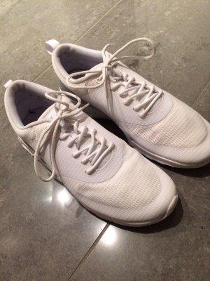 Nike Thea Turnschuh in der Größe 41. weiß/Silber