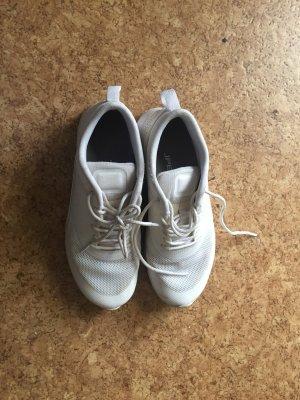 Nike Thea weiß